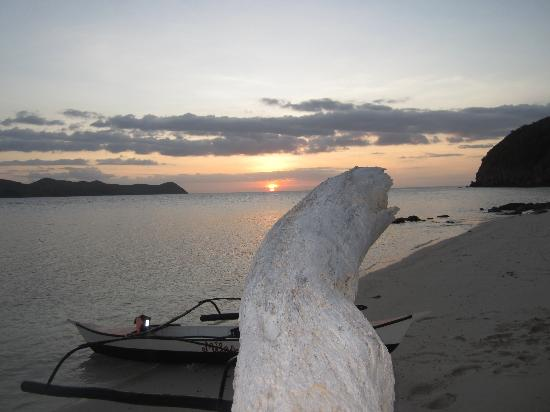 Mangenguey Island: Sunset on a beach we kayaked to