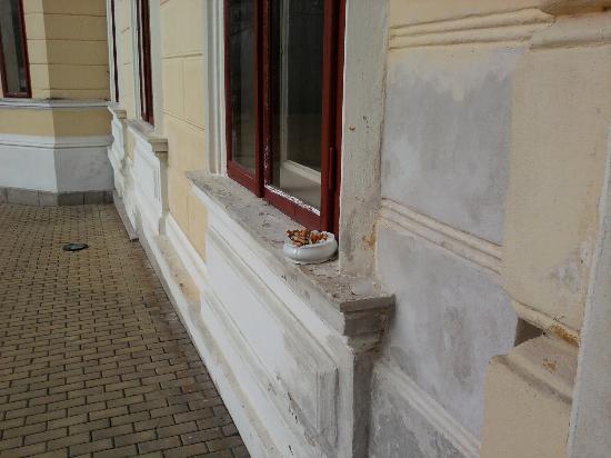 Schlosshotel Mostov: Aschenbecher 4 Tage nicht geleert
