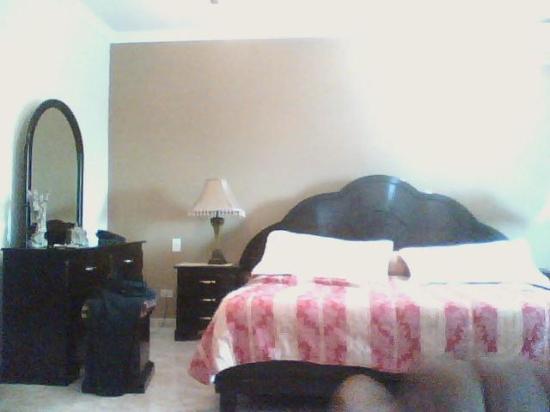 Hotel Puerta del Sol: Hotel Ensuite Bed