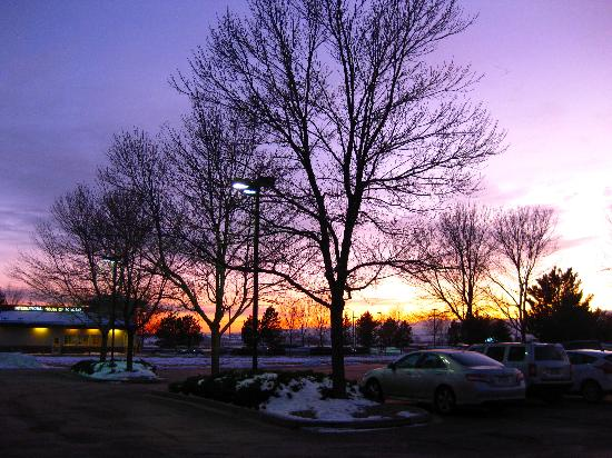 Hampton Inn Loveland: Sunset at parking lot. Photo by Renee.