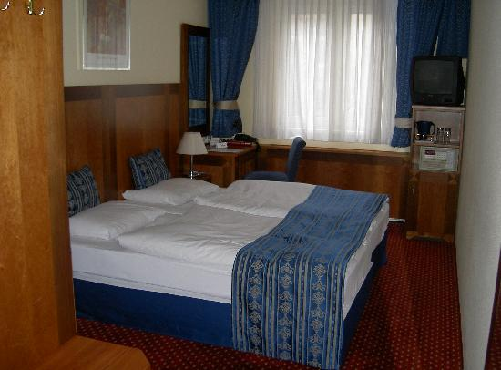 Carlton Hotel Budapest: View of the room