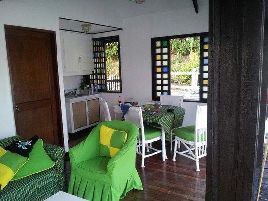 Stilts Calatagan Beach Resort: Dining room