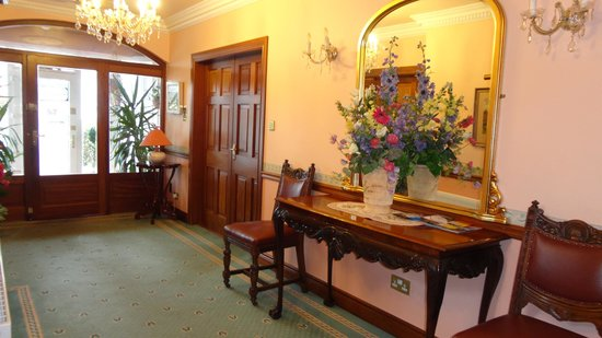 Marless House Bed & Breakfast: The hall