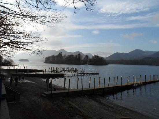 The Rowan Tree Guest House: by the lake