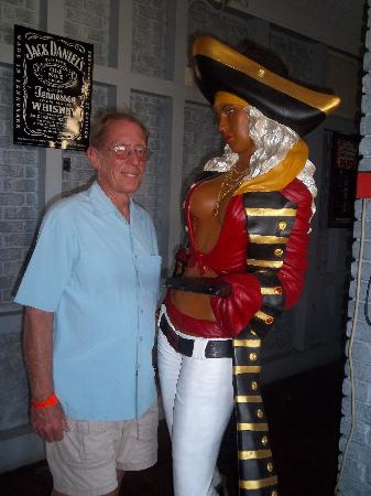 Red Beard's Pub : Introduced to Miss Pirate.