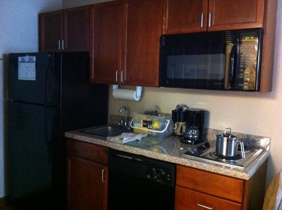 Candlewood Suites Meridian: kitchen in our room