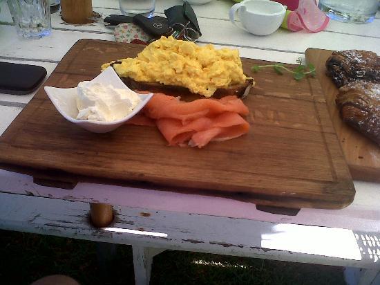 The Roundhouse Restaurant: Scrambled Eggs & Smoked Salmon