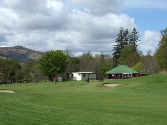 Killin Golf Club: approaching the 9th green with the clubhouse in the background