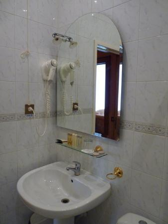 Arbat Hotel: Bathroom 2