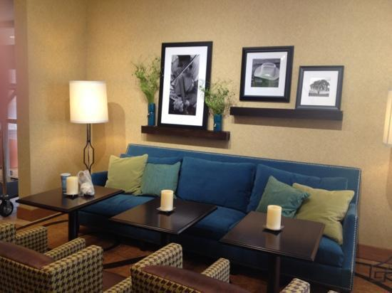 Hampton Inn & Suites Austin - Airport: Lobby