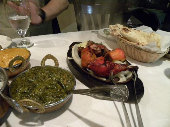 Himalayan Restaurant: Complete non vegetarian meal with naan, basmati rice, palak paneer, chicken tikka masala, tandoo