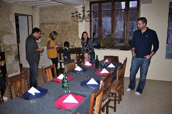 La Vieille Ferme : Dinning room with Peter and Su