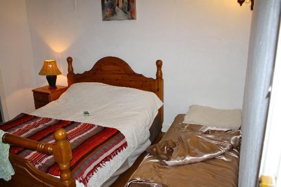 La Vieille Ferme : Calvados room with an extra bed brought in for our toddler. Perfect room with a small child