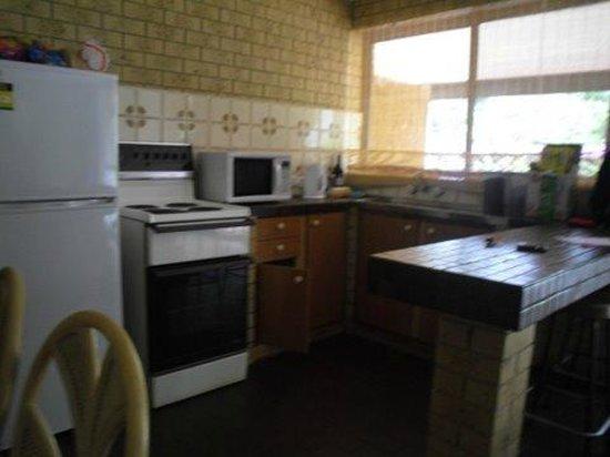 Coochiemudlo Island, ออสเตรเลีย: kitchen area