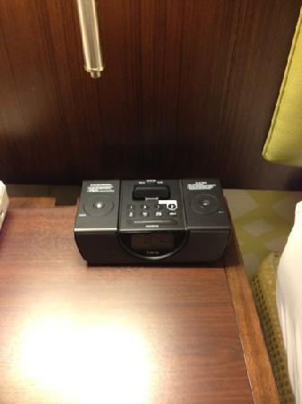 BEST WESTERN PREMIER The Central Hotel & Conference Center: iPod charger!