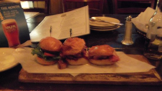 Ballydoyle Irish Restaurant and Pub: Triple slider appetizer