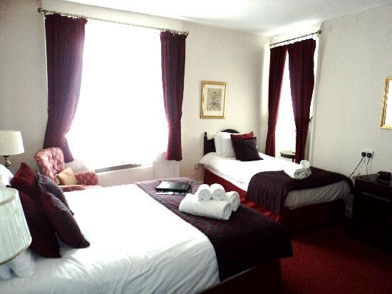 George Hotel: Our lovely spacious room