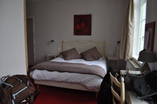Hôtel Picardia : notre chambre, propre, grande, et très claire