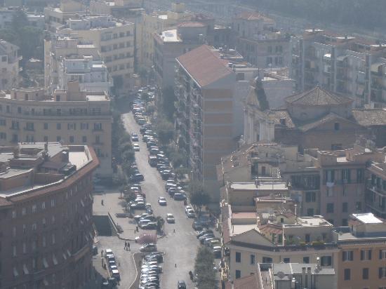 B&B A Casa di Nannali : il palazzo dalla cupola di S. Pietro (quello più alto a dx)
