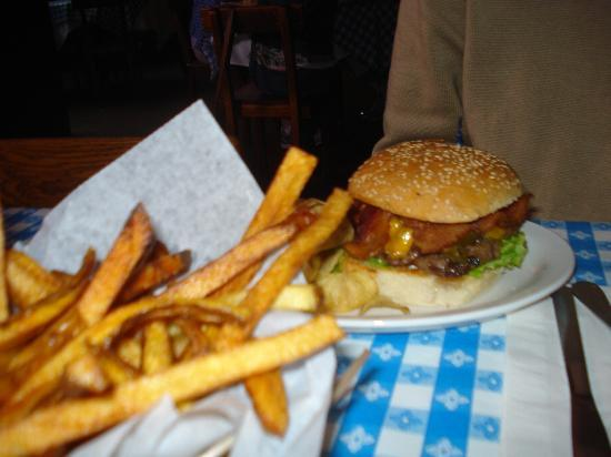 Hugo's Restaurant: Jalapeno Cheeseburger with bacon & fries