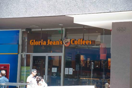 The front of Gloria Jeans