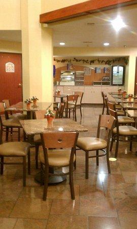 Holiday Inn Express Fenton: Breakfast Area