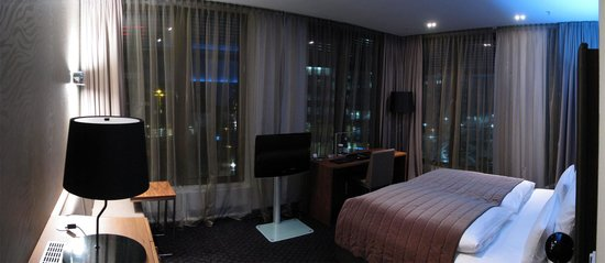 COSMO Hotel Berlin Mitte: Pano of our room at the COSMO.