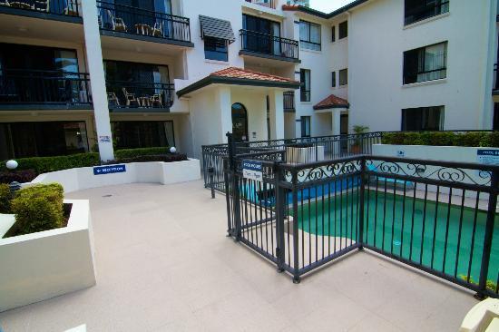 Island Beach Resort: Building / Pool.