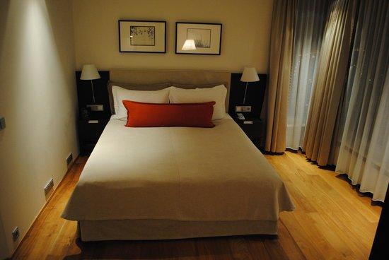 Hilton Reykjavik Nordica: Hotel Bed (Queen Size)