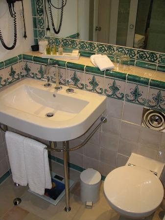 Hotel La Casa: Bathroom sink.