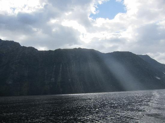 Southern Discoveries - Go Milford: Early morning rays