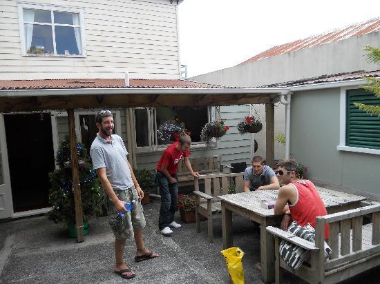Brown Kiwi Backpacker Hostel: Out Back