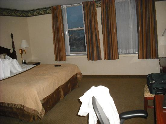 The Abraham Lincoln: Older room, comfortable bed