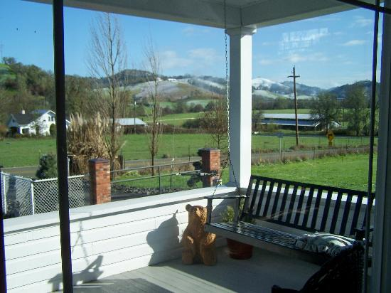 C. H. Bailey House: Awesome location ~ view from front porch~
