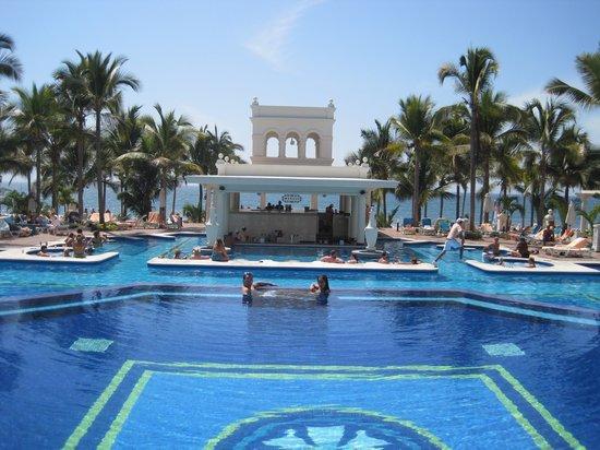 Hotel Riu Palace Pacifico: Pool bar