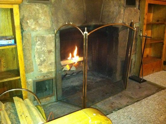 Blackhawk Lodges: nice fire after a chilly night out
