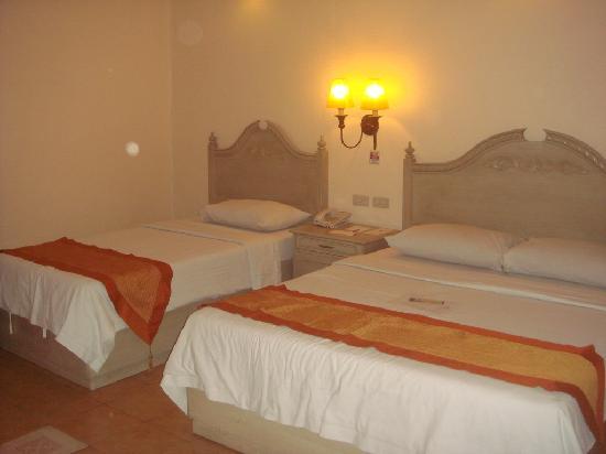 โรงแรมเวนิซ: Trio Standard Room beds