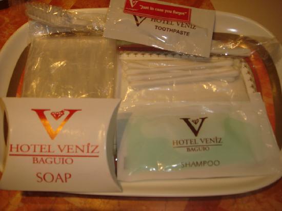 Hotel Veniz: Hotel toiletries