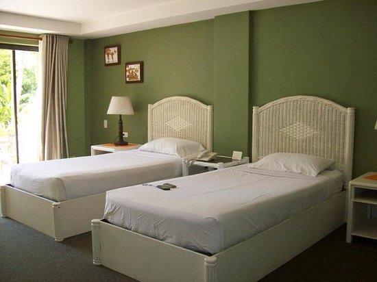 Boracay Terraces Resort: Deluxe Room (twin beds)