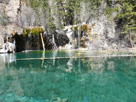 Glenwood Hot Springs Resort: Hanging Lake . . . worth the hike alongside Dead Horse Creek