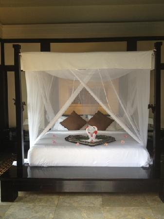 Banyan Tree Bintan: honeymoon bed!