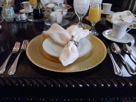 Violet Hill Bed and Breakfast: Let Breakfast begin!
