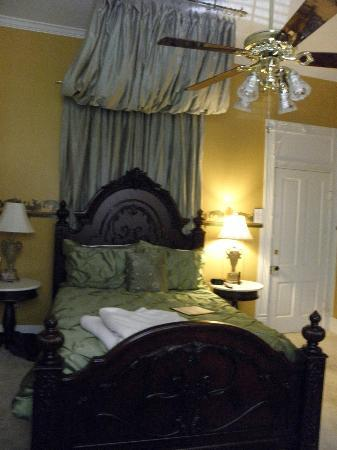 Violet Hill Bed and Breakfast: Room 2