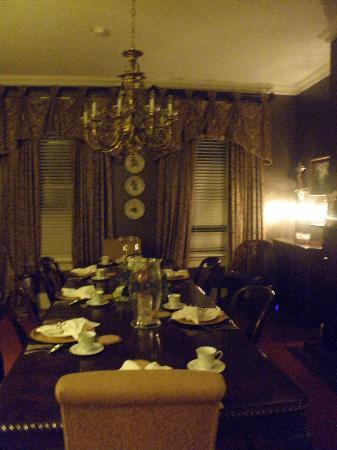 Violet Hill Bed and Breakfast: Dining Room Violet Hill B&B