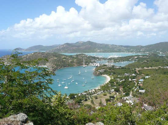 English Harbour, Antigua : The view of Nelson's Dockyard in Antigua from Shirley Heights