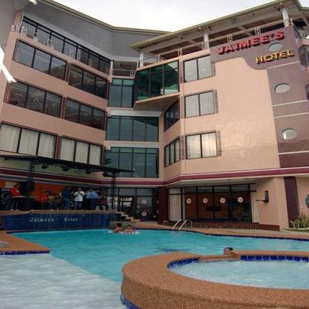 Jaimees Hotel & Resort: Hotel Frontage
