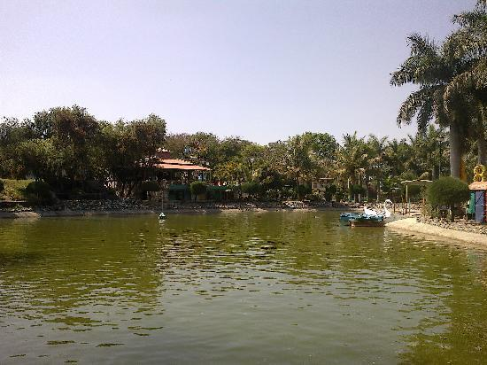 Mayank Blue Water Park: Small Lake for Boating