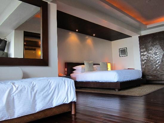 Abaca Boutique Resort: poolside oceanfront suite bedroom