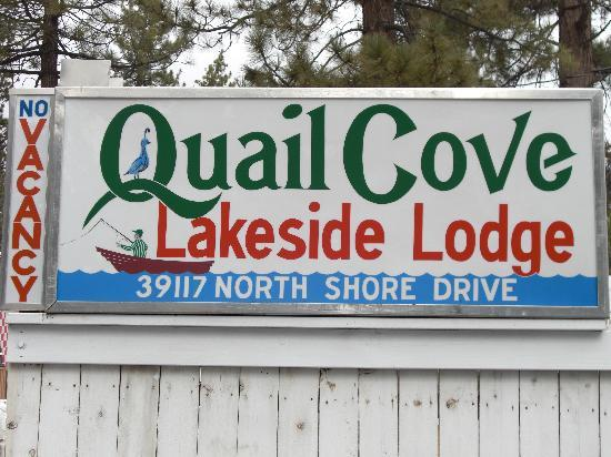 Quail Cove Lakeside Lodge: Quail Cove sign