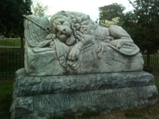 Oakland Cemetery: the confederate unknowns